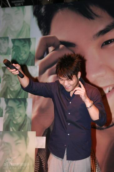 图文:李玖哲首唱会-鼓励歌迷发声