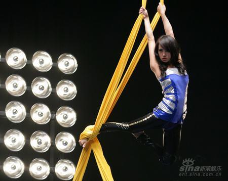 图文:蔡依林新碟《爱情任务》写真-舞技超凡