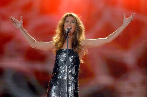 组图:世界音乐颁奖席琳-迪翁获传奇奖献唱