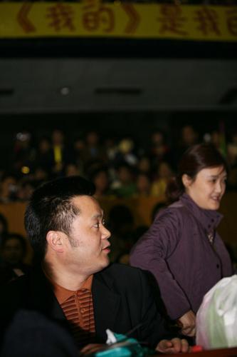 组图:李宇春成都开唱浓妆上阵父母到场加油