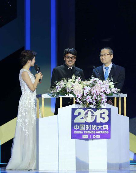 北京电视台副总编辑朱江与导演孙周作为发布人在大典舞台