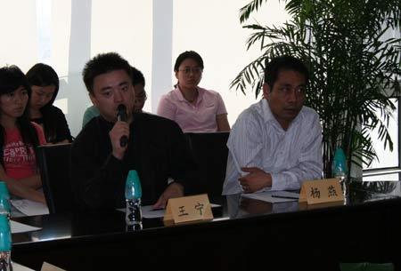 新浪游戏事业部总经理杨燕先生与副总经理王宁先生