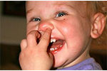 挖鼻孔或招来致命感染
