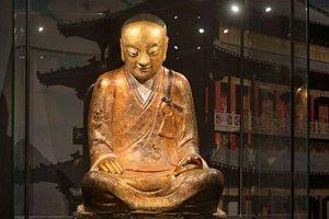 荷兰收藏家将肉身佛像捐给中国寺庙