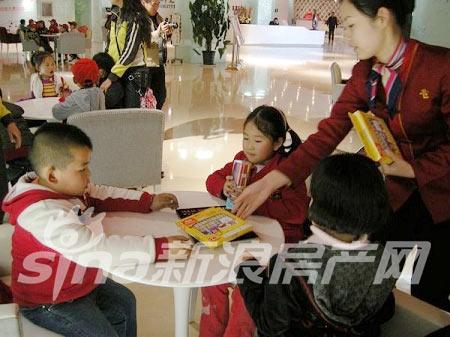 公交童星幼儿园百名小朋友现场绘画-房产新闻-太原