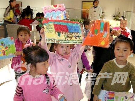 公交童星幼儿园百名小朋友现场绘画(2)