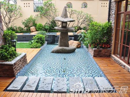 地下室拥有大后院,后院带鱼池及泰国风情流水池,想必会给生活增添无穷
