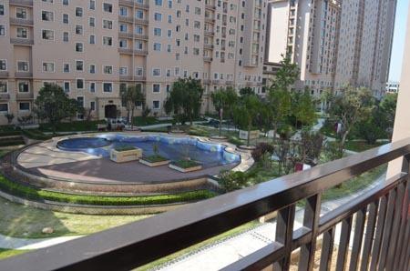 麒麟公馆采用下沉式庭院广场设计,通过坡地景观高低不同层次的打造