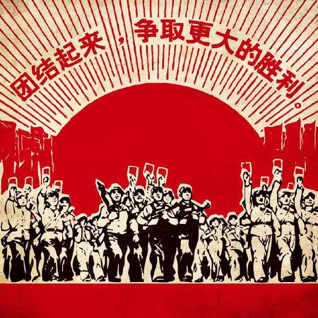 由专业摄影师现场拍摄全家福,留住红色革命记忆;可以选择80年代主题氛
