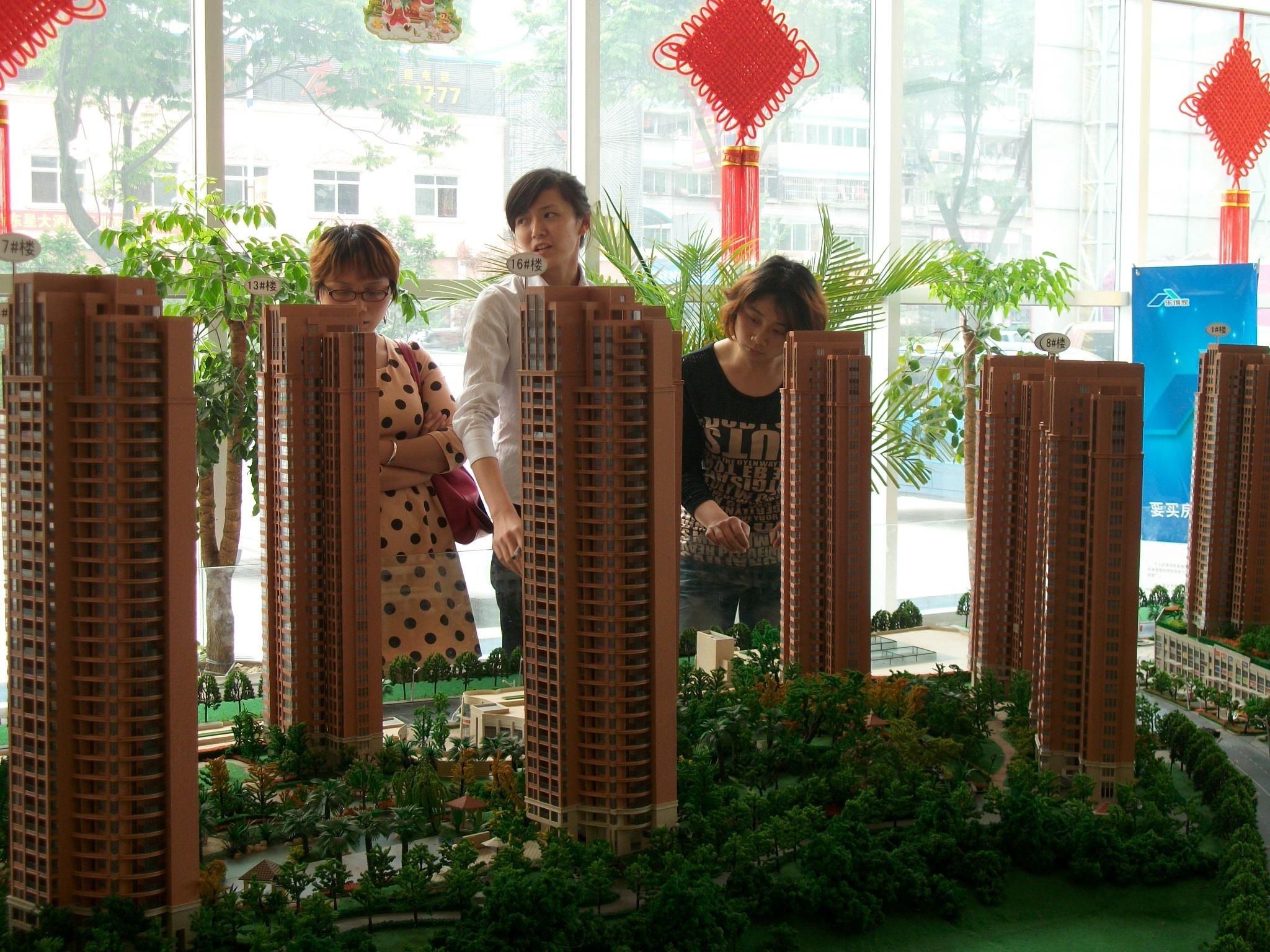 项目以新城市印象,新生活领域为主题,将规划建成一个符合现代化城市发展水准、体现鲜明时代特色、汇聚都市时尚元素的城市新地标综合体。香山•福久源由宜昌弘洋投资有限公司倾力打造,位于城市东大门(伍家岗桔城路)41万平米大型城市综合体。集购物、休闲、餐饮、酒店、商务等功能为一体,涵盖大型超市、精品时尚百货、影视院线、写字楼、珠宝家居、主题街区、品牌专卖、美食广场诸业态。是一个集办公、居住、购物、休闲、娱乐为一体的大型城市综合体,是宜昌城市东扩的最前线,是宜昌市未来最具活力的消费市场,也是最具