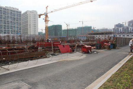 图为港龙财智国际二期项目工地
