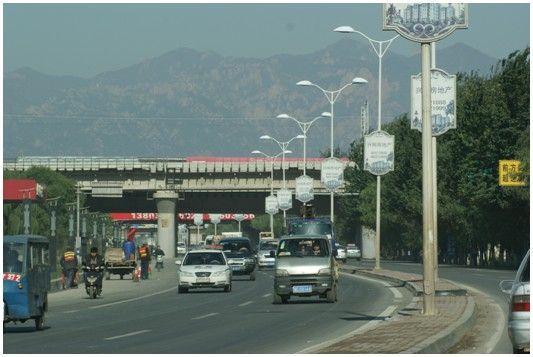 新修好的海阳路从汤河桥经秦皇岛北高速入口到杜庄,路面平整干净,两