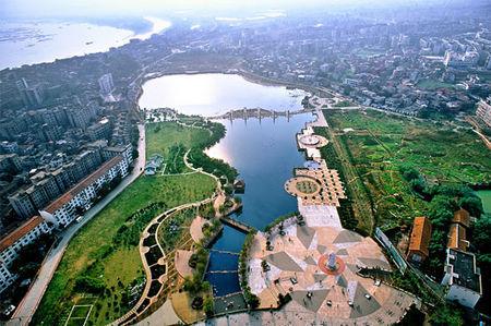 公园――白石公园为邻,小区的设计与白石公园的景色融为一体,是湘潭