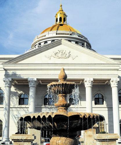 古典欧式风格的圆顶会所映入眼帘