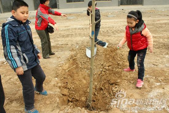 """美林河畔""""播春泥""""社区植树节活动圆满举行"""
