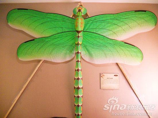翠绿欲滴的蜻蜓风筝 活灵活现