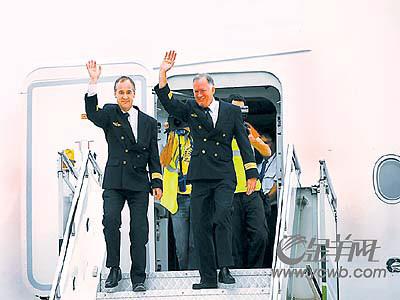 空客A380飞抵广州白云机场南航老总登机体验