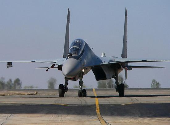 印度空军赴英国参与军演苏-30挑战台风战机