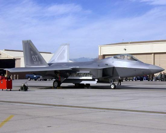 美国会报告称F-22战机与JSF正在争夺采购经费
