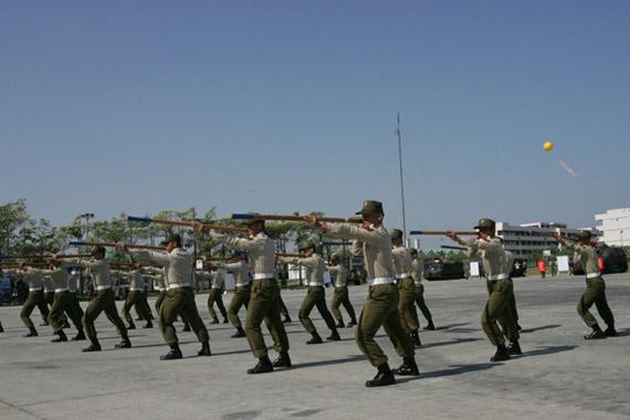 马英九承诺打造精锐新台军确保台海无战事(图)