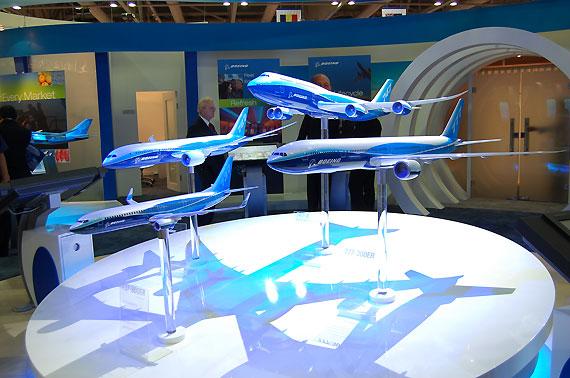 波音公司携波音系列客机模型亮相亚洲航展(图)