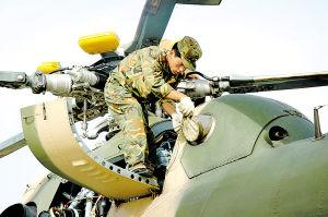 中国军用直升机抵和田搜寻失踪俄罗斯人员(图)