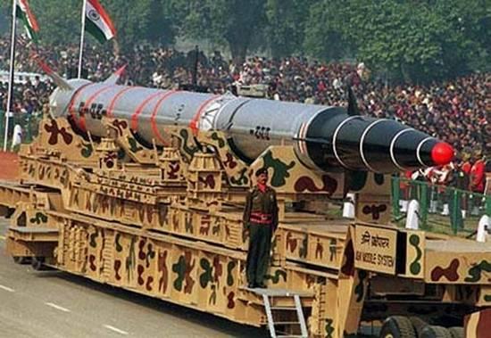 印度成功试射可携带核弹头的烈火弹道导弹(图)