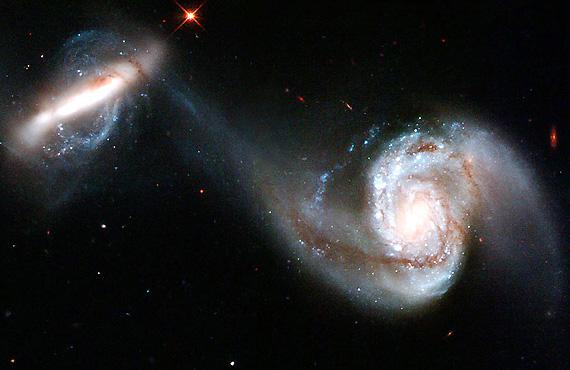 哈勃望远镜拍下两个星系壮观表演图 天文 科技 数码 爱买吧 摄影 望远镜 Powered by Discuz