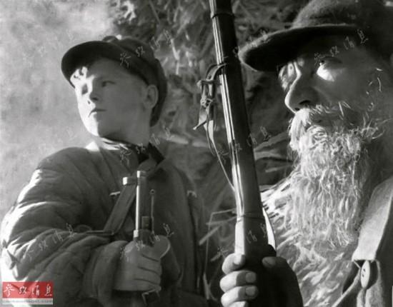 铁证如山!二战西班牙摄影师偷拍集中营地狱景象
