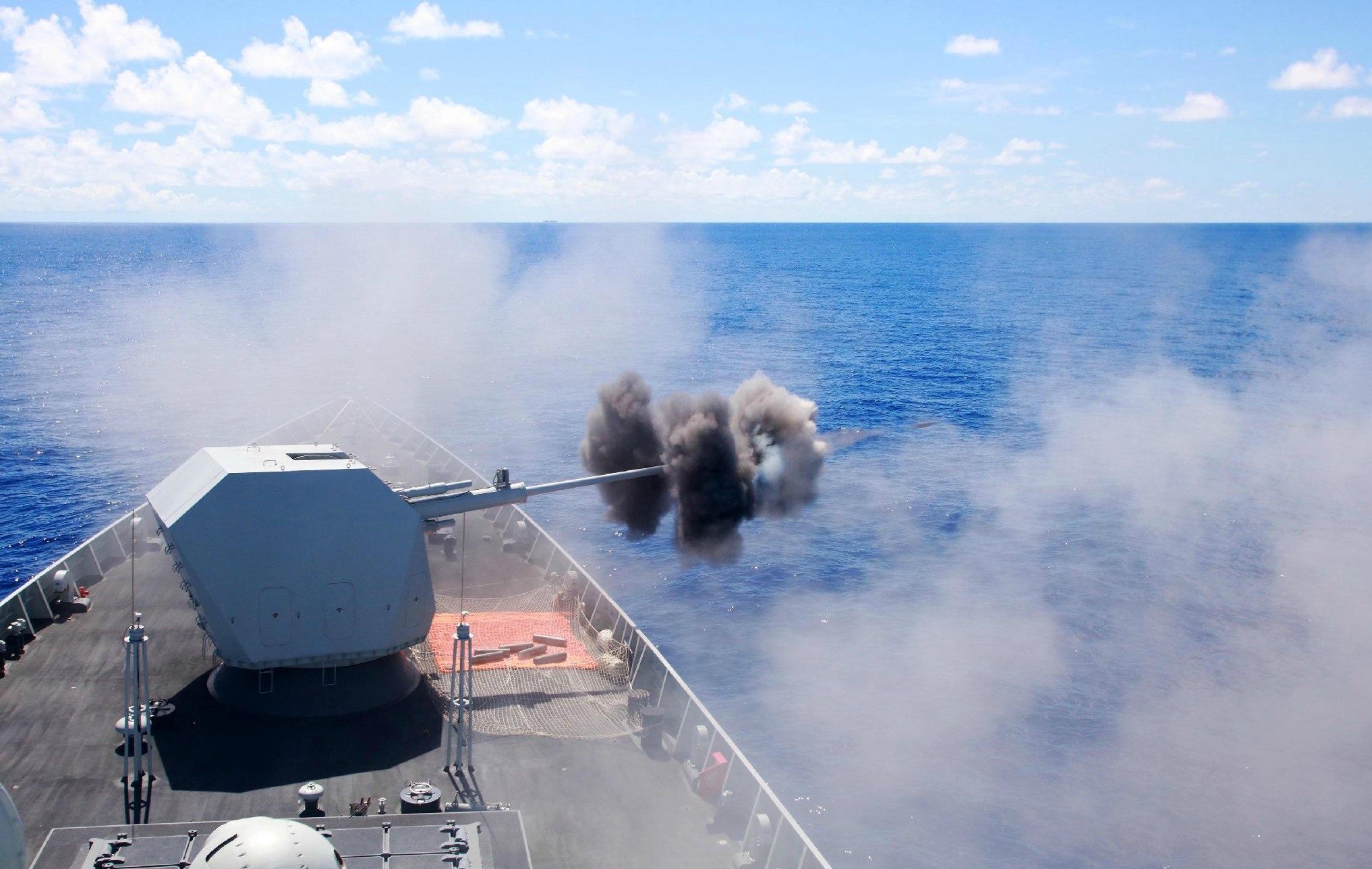 首见052D舰130主炮射击