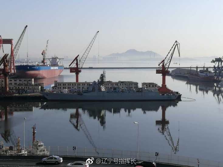 大连在建三艘052D驱逐舰