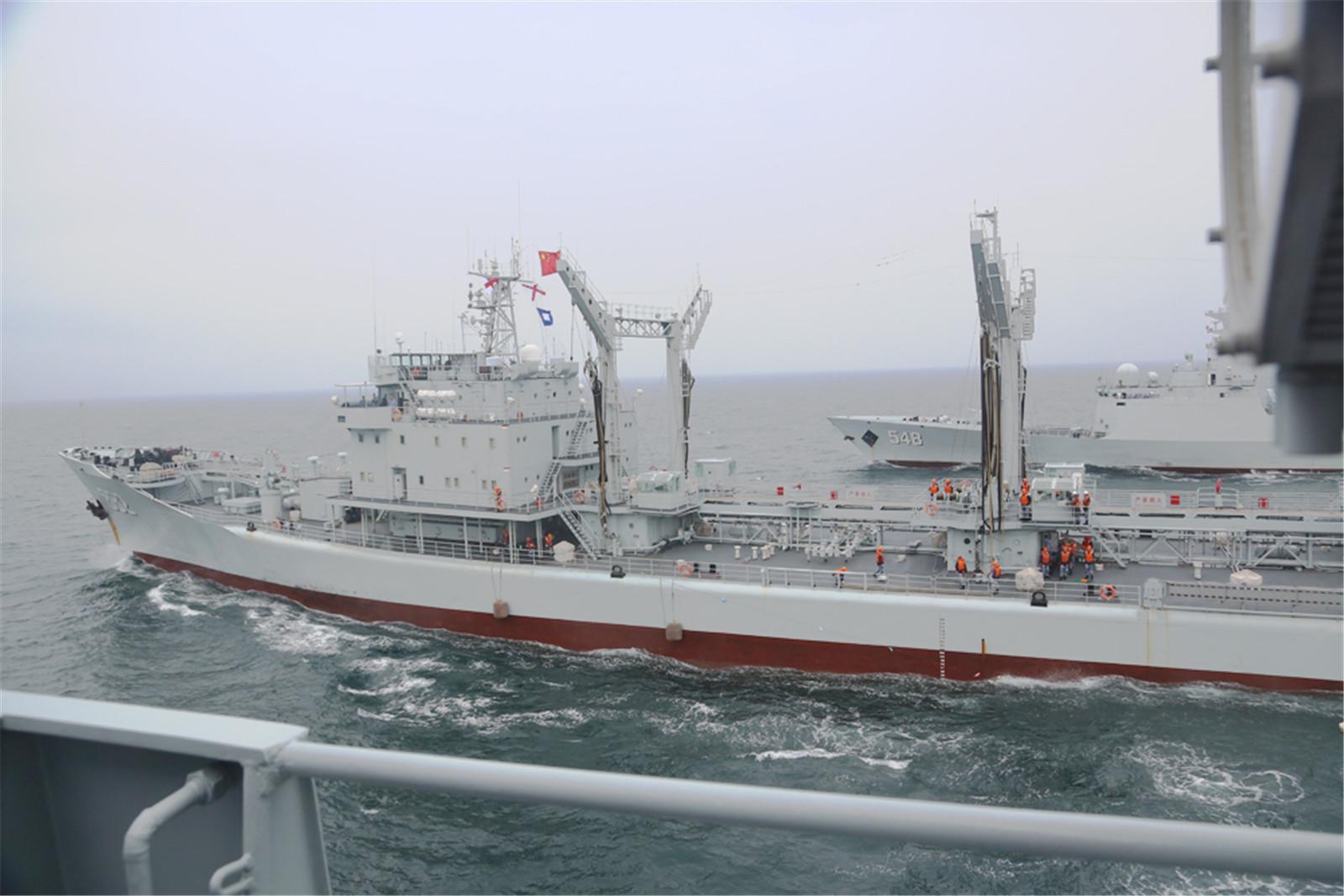 中国052C和054A东海补给