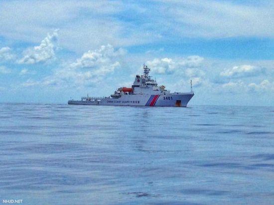 我海警驱逐黄岩岛菲船只