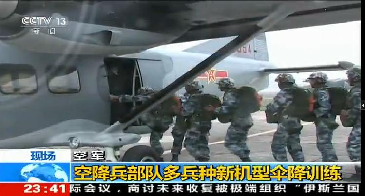 中国空降兵使用运12跳伞