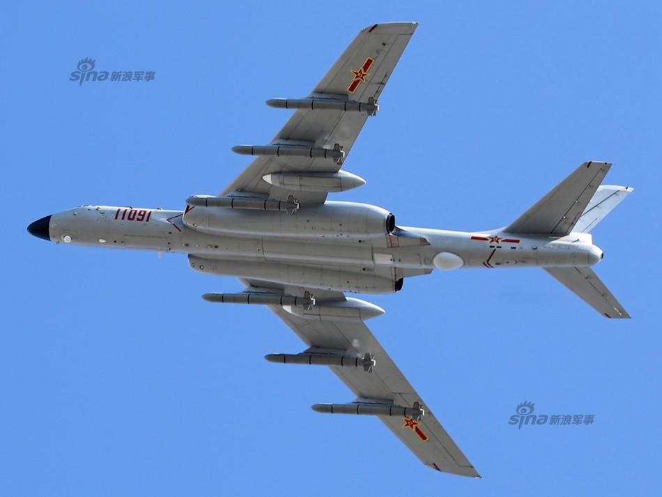 中国轰6K战机九机编队