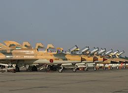 伊朗空军歼教7和F14齐飞