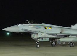 英国台风战机抵达日本