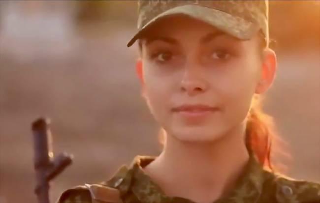 俄美女坦克部队训练曝光