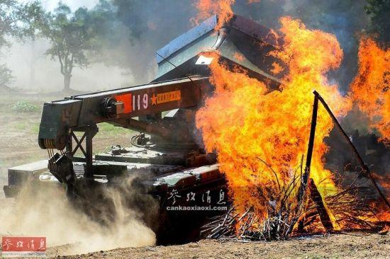 中国装甲抢修车力克群雄