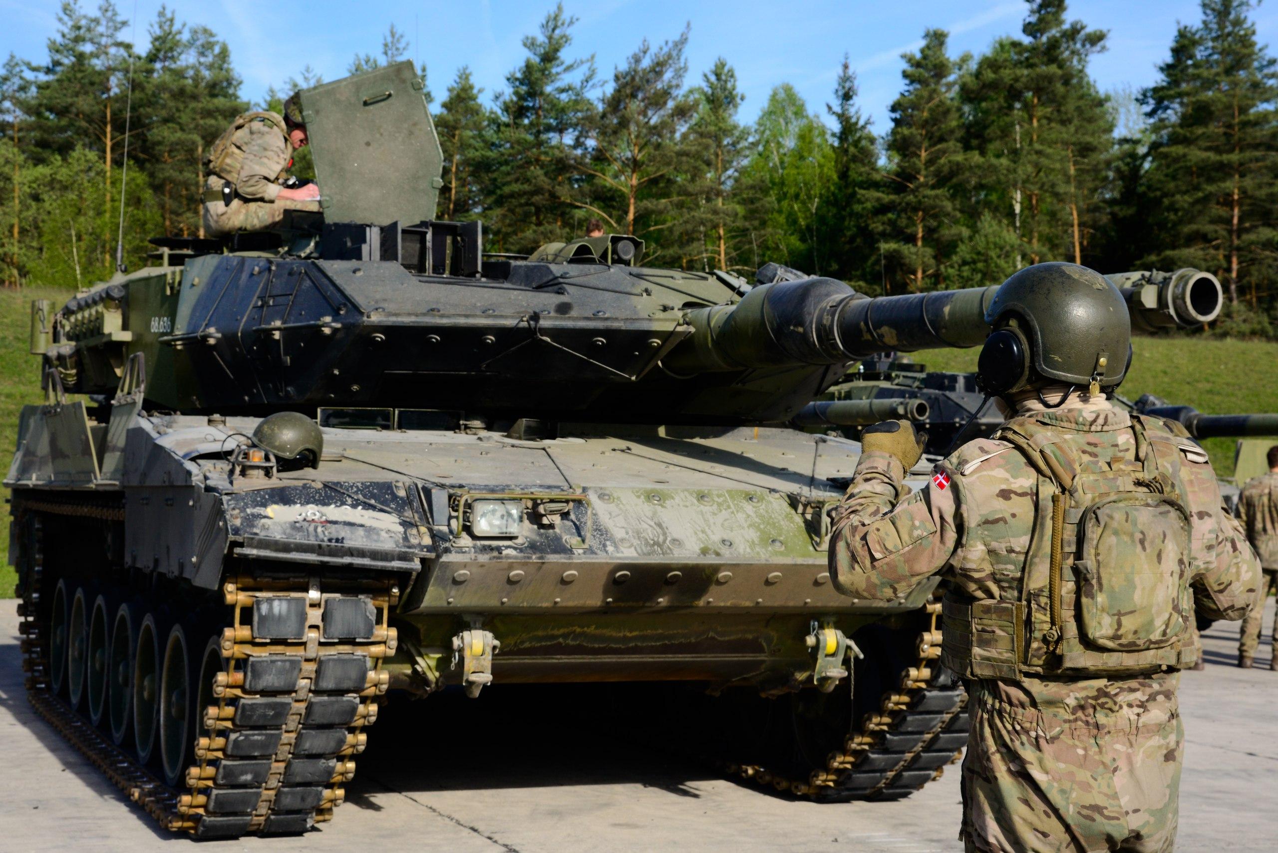 欧洲坦克赛T64豹二打炮