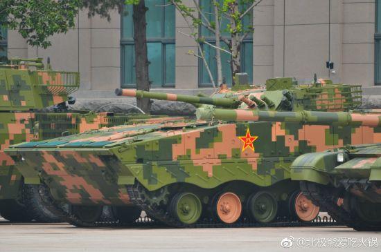 99坦克等新装备亮相军博