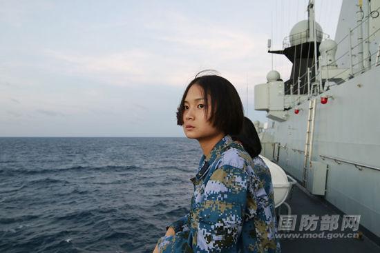 海军荆州舰上的女兵们