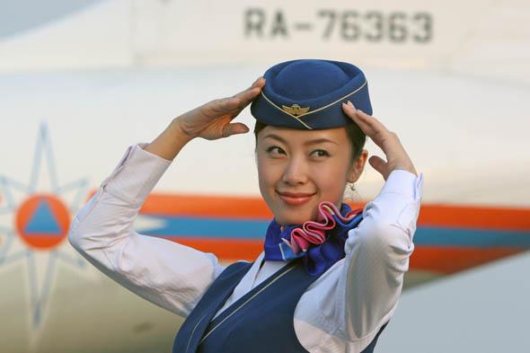 组图:南航美丽空姐增色珠海航展