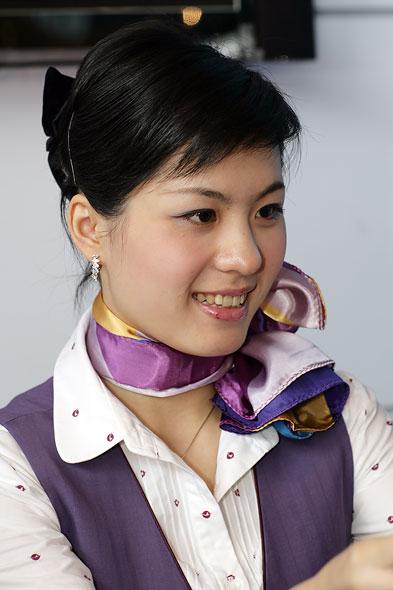 图文:厦门航空公司乘务员展示职业微笑