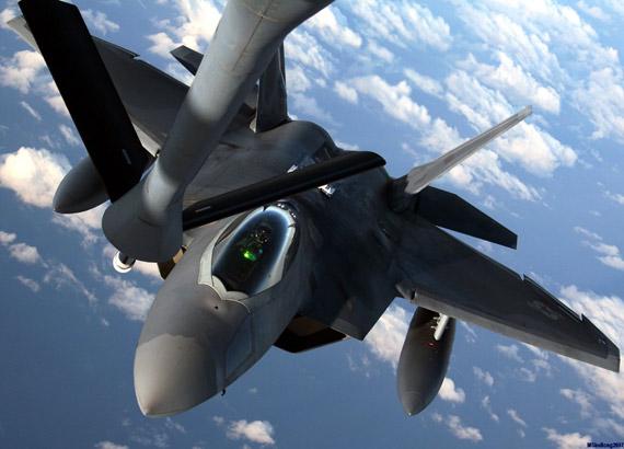 美军将逐步弱化F-22/35战斗能力加强监视能力