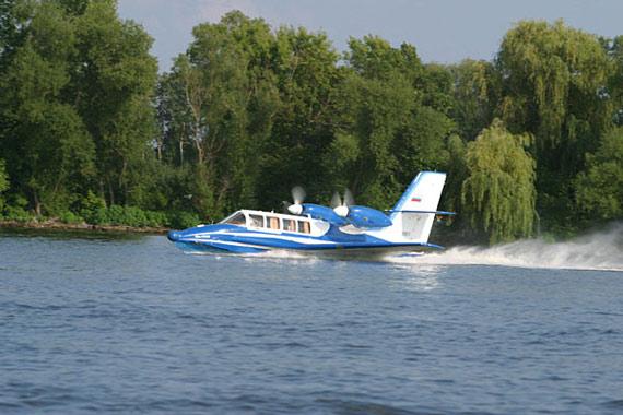 图文:俄制别103水上飞机水上滑行