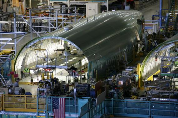 图文:波音777梦幻客机机身在组装阶段