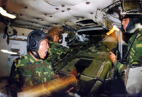 中国陆军主力作战装备迈入精确打击时代(组图)