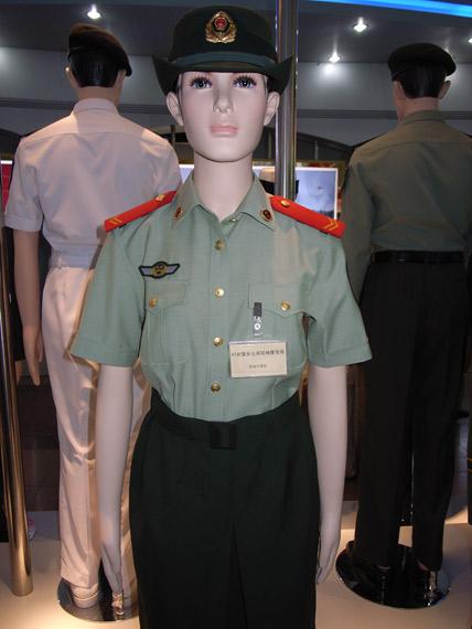 07式武警女士兵短袖夏常服-武警部队8月1日换着07式服装图片