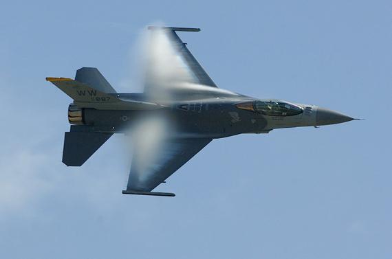 图文:日本现役F-2A战机是与美国联合研制的产品